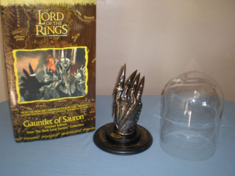 Gauntlet of the Dark Lord Sauron från United Cutlery