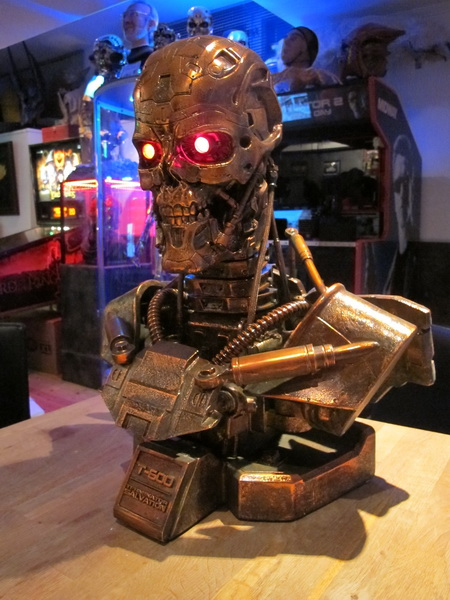 TERMINATOR 1:1 LIFE SIZE BYST